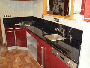 plan de travail de cuisine en granit noir