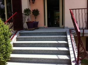 Escaliers extérieur granit gris flammé