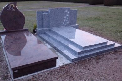 Monuments funéraire granit Marbrerie Graniterie RIGHINI