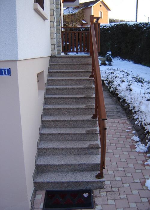 Rénovation escaliers extérieurs en granit flammé